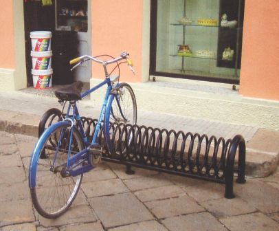 Produzione arredamento urbano panchine portabici cestini for Produzione arredo urbano